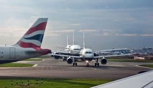 Heathrow to Crowthorne Airport Taxi